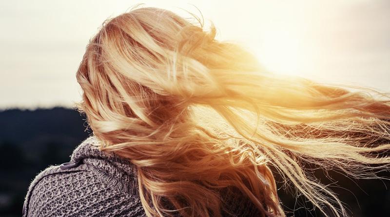 Protéger ces cheveux du soleil : nos conseils